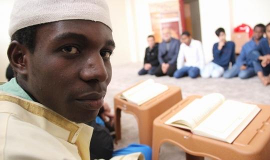 Afrikalı öğrencilerden Mehmetçiğe dua
