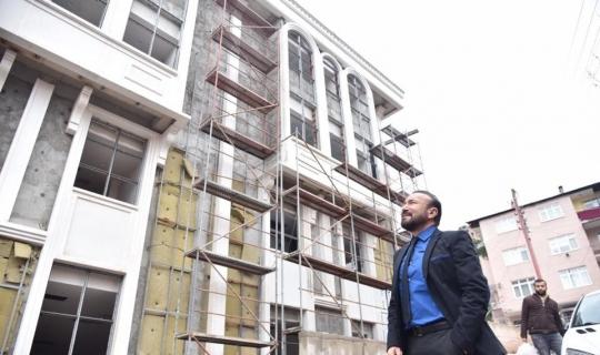 Başkan Doğan, yapımı devam eden kültür merkezinde incelemelerde bulundu