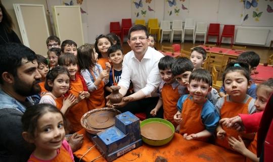 Başkan Subaşıoğlu miniklerle çömlek yaptı