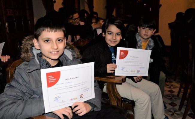 İlgili babalara çocuklarından sertifika