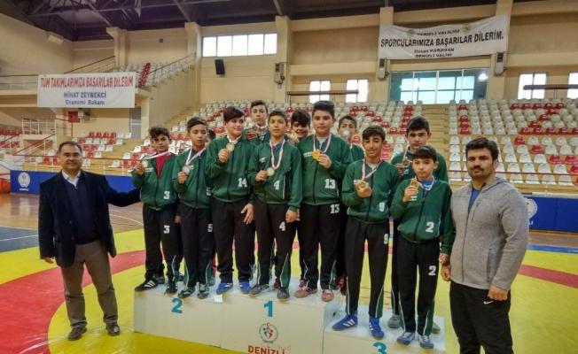 Sarayköylü gençler spor müsabakalarından ödüllerle döndü