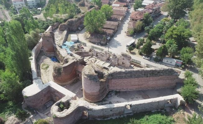 İznik'teki 2 bin yıllık tarihi İstanbul Kapı'nın altında ipek yolu bulundu