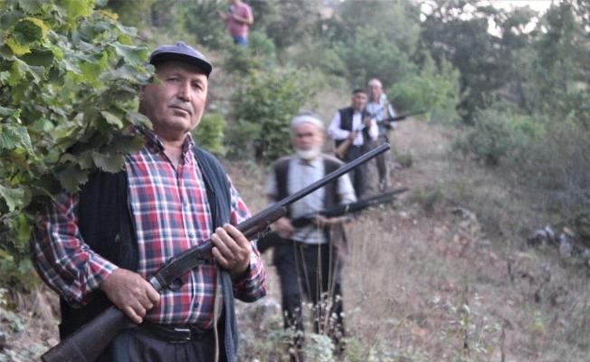 (Özel Haber) Köylülerin silahla domuz nöbeti