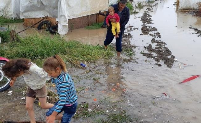 (Özel Haber) Mevsimlik işçilerin çadırlarını sel bastı, çocuklar son anda kurtarıldı