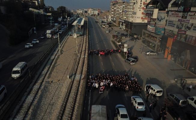 (Özel Haber) Bursa'da 9,05'te trafiği böyle durdurup Atatürk'ü andılar, o anlar havadan görüntülendi