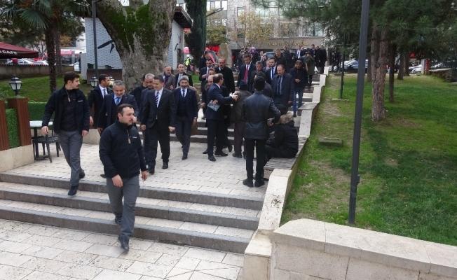 Bakan Pakdemirli cuma namazını Ulucami'de kıldı