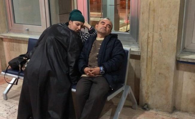 (Özel) 8 aylık hamile kadın ve eşi soğuktan korunmak için hastane koridorlarında yatıp kalkıyor