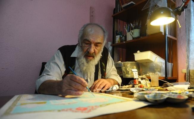 (Özel Haber) Türkâri sanatını evinde yaşatmaya çalışıyor