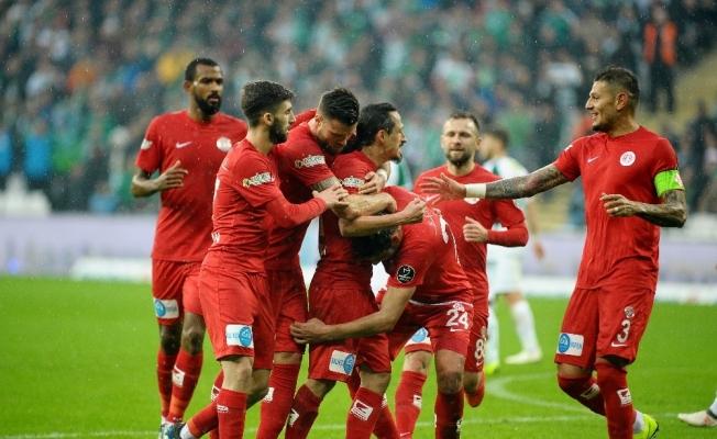 Spor Toto Süper Lig: Bursaspor: 0 - Antalyaspor: 2 (İlk yarı)