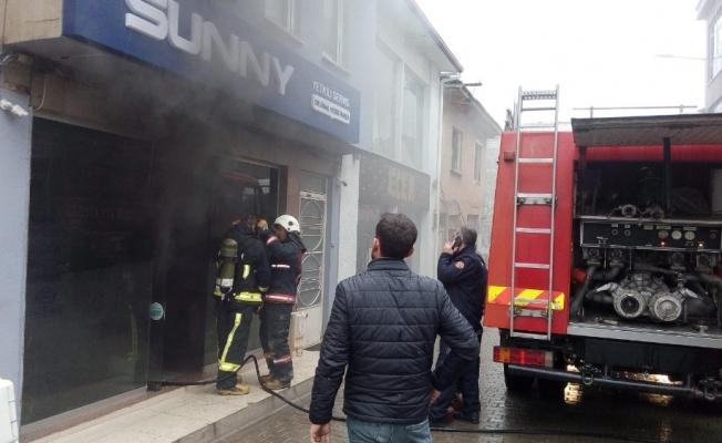 Elektronik tamirhanesinde yangın