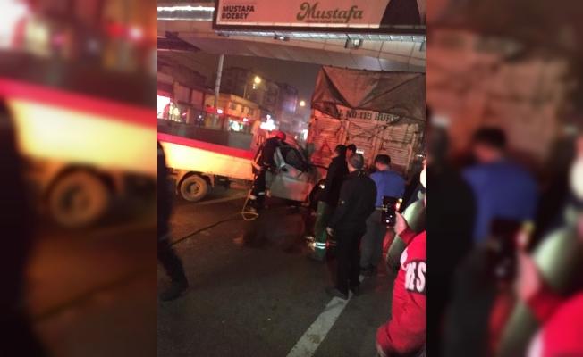 Bursa'da kamyonetle kamyon çarpıştı