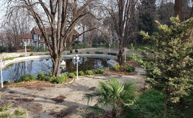 Tarihi kaplıcanın bahçesi ilgi bekliyor
