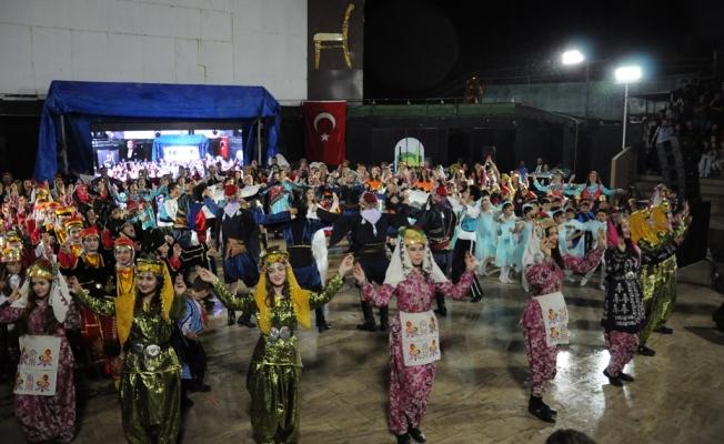 250 Dansçıdan Muhteşem Gösteri