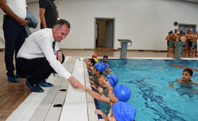 Başkan Taban Yüzme Kursunda Minik Kulaçlarla Buluştu