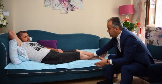 Hac dönüşü ilk ziyaret yaralı Gazi'ye