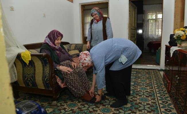 İnegöl'de Yüzler Evde Bakım Hizmetleri Ve Aşeviyle Gülüyor