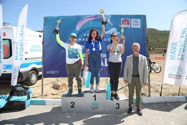 Yamaç paraşütü şampiyonasına rüzgar damga vurdu