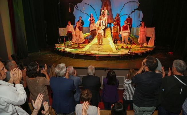 Nilüfer Kent Tiyatrosu perde açtı
