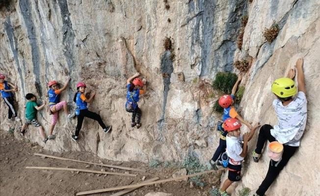 Küçük Dağcılar İkiz Kayalarda Antrenman Yaptı