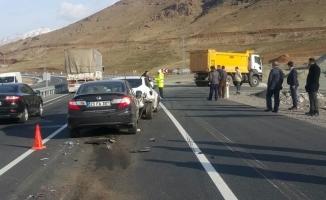 Elazığ'da zincirleme trafik kazası: 4 yaralı