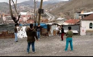 Hakkarili çocuklar Başkan Epcim'den basketbol potası istediler