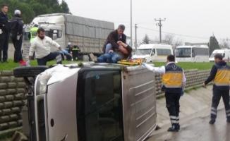 Minibüs su kanalına uçtu: 1 yaralı