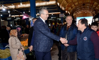 Özkan'dan pazar yeri ziyareti