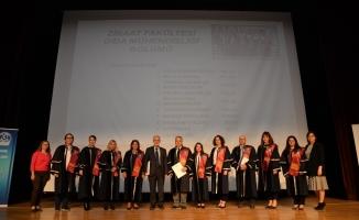 Başarılı akademisyenler ödüllendirildi