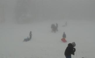 Uludağ'a Nisan karı...Arap turistler kızak kaydı