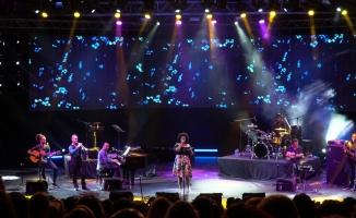 Festivalde Ceseria Evora esintisi