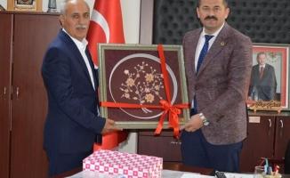 Yenişehir Belediye Başkanı Davut AYDIN, Belediye Başkanımız Ali AYKURT'u makamında ziyaret etti.