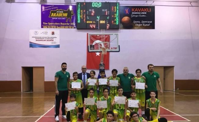 Başak Koleji Küçük Erkekler Basketbol Takımı il şampiyonu