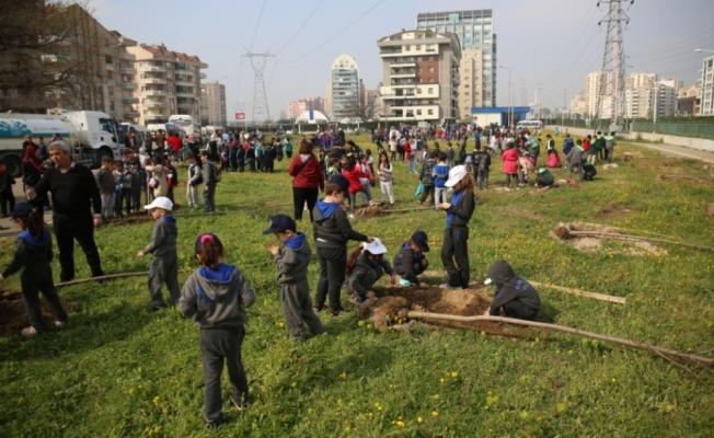 Yeşil Bursa için fidanlar toprakla buluştu